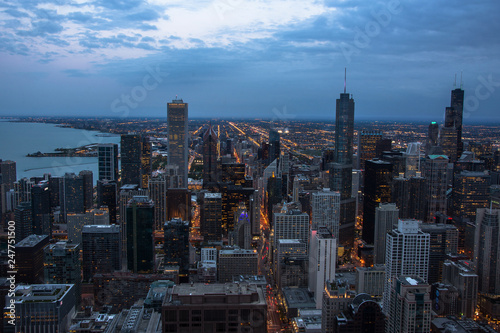 Spoed Foto op Canvas Grijze traf. Chicago skyline aerial view at dusk, United States