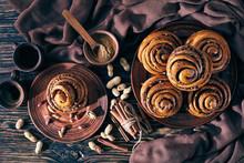 Cinnamon Rolls Buns With Peanu...