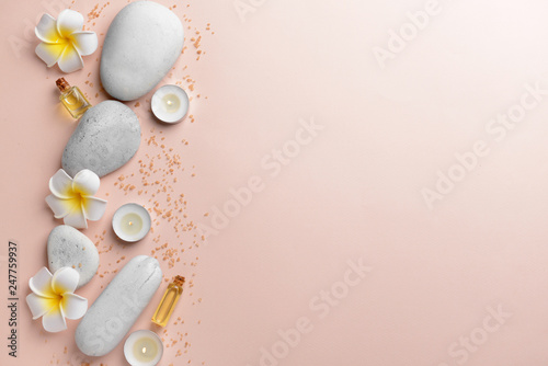 Carta da parati  Spa composition with stones, flowers and candles on light background
