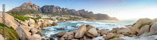 Foto auf Gartenposter Afrika Panorama of Camps Bay with the mountain range