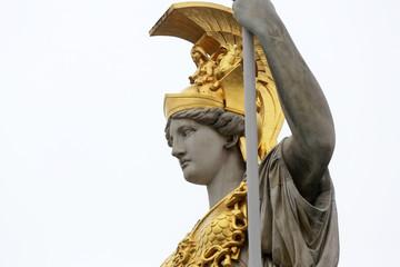 Pallas Athene grčka božica mudrosti ispred austrijskog parlamenta, Beč, Austrija