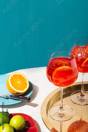 Fotografia Spritz veneziano, an IBA cocktail, with Prosecco or white sparkling wine, bitter