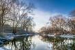 spokojna rzeka Odra w Brzegu zimą