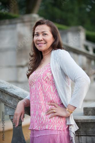 Fototapety, obrazy: Asian woman on steps