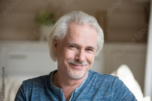Photo  Head shot portrait of confident handsome aged man