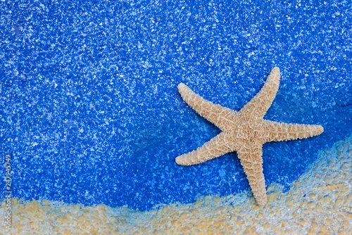 Photo beautiful starfish on blue sea background