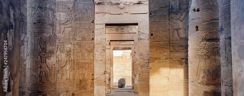 Montage in der Fensternische Altes Gebaude Ruins of the Temple of Kom Ombo, Egypt