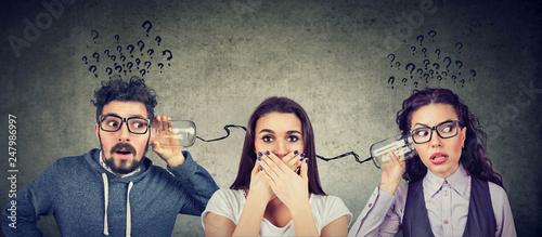 Staande foto Hoogte schaal man and woman having troubled communication