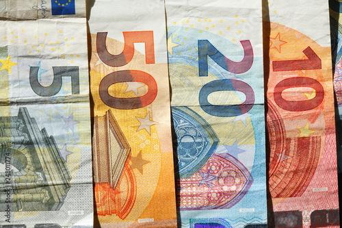 Obraz na plátně  Euro-Banknoten und Euro-Münzen