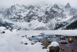 Fototapeta Kamienie - Piękna zima w górach, Morskie Oko, Tatry