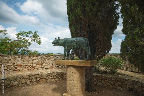 Fotografija  Copy of Roman She-wolf sculpture in Tarragona Passeig arqueologic (Archaeologica