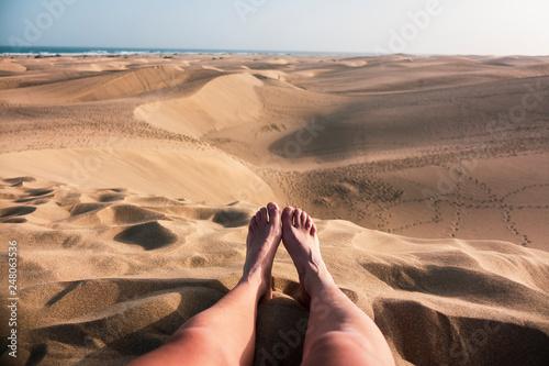 Fotografering  piedi nel deserto