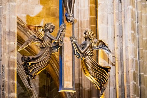 Papiers peints Pays d Afrique Intérieur de la cathédrale Sainte Eulalie de Barcelone, Sculpture d'ange dorée