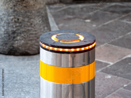 Fotografía  Automatic retractable bollard with glowing lights for control of road traffic and parking