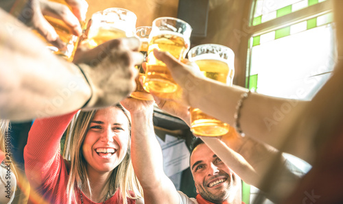 Fotografía Friends drinking and toasting beer at brewery bar restaurant - Friendship concep