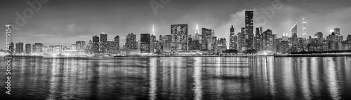 Photo  Black and white New York City panorama at night, USA.