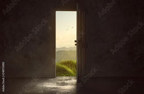 Tür führt zu wunderschöner Landschaft Fotobehang