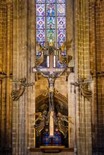 Crucifix Et Anges, Détail D'intérieur De La Cathédrale Sainte Croix, Barcelone