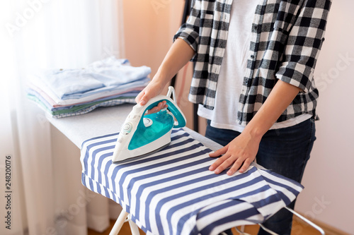 Cuadros en Lienzo Woman ironing clothes