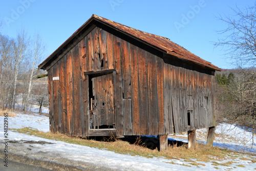 Tablou Canvas abandoned farm shed