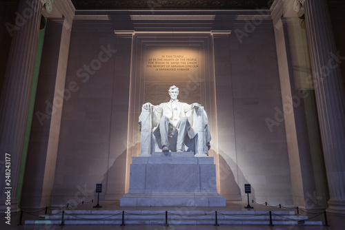 Photographie  The Lincoln memorial in Washington DC early morning