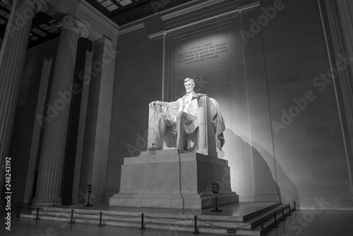 Fotografia  The Lincoln memorial in Washington DC early morning