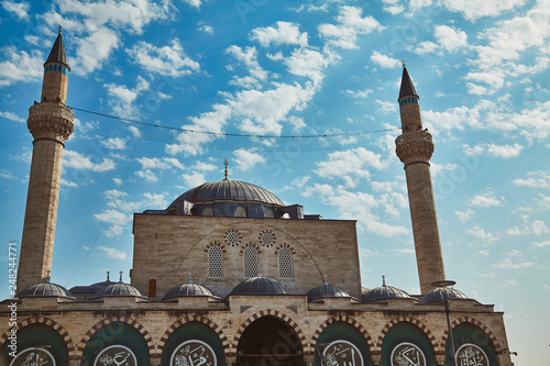 Fotografia  Mevlana tomb and Selimiye mosque at Konya, Turkey known also as mevlana kulliyes