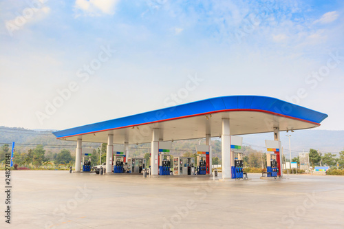 Petrol gas fuel station with clouds and blue sky Fototapete