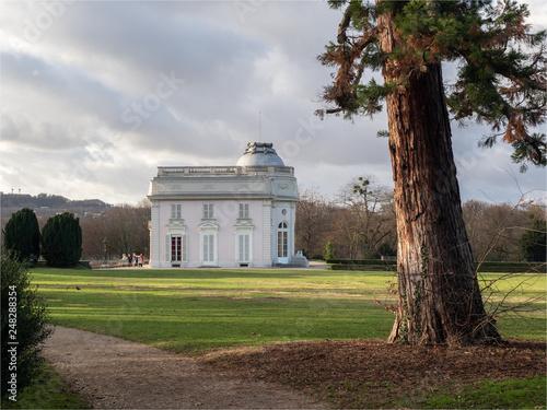 Fotografie, Obraz  vue du château du parc de Bagatelles dans le Bois de Boulogne à Paris