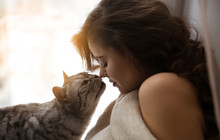 Cat Wants To Kiss A Pretty Girl