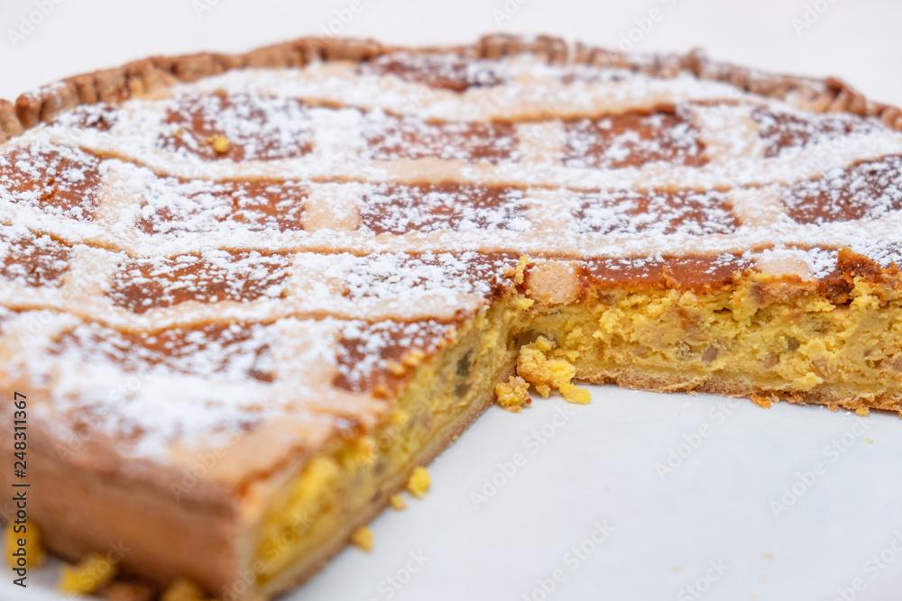 Fényképezés Neapolitan pastiera made with the classic recipe