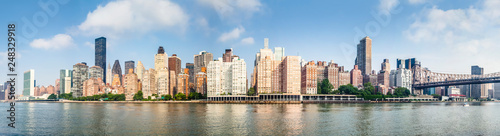 Deurstickers New York Amazing panorama view of New York city skyline and Queensboro Bridge