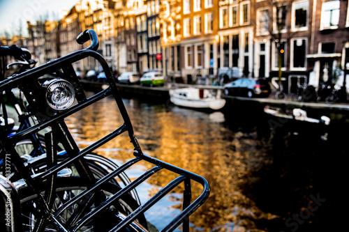 Fahrrad an einer Gracht in Amsterdam Wallpaper Mural