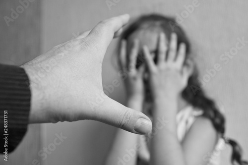 Canvas Print Male hand wants to hit a little girl
