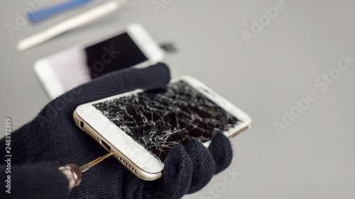 Cuadros en Lienzo Technician or engineer opening broken smartphone for repair or replace new part