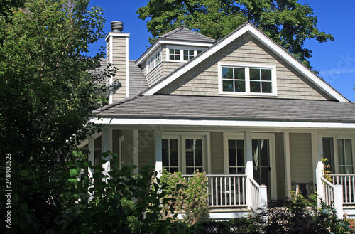Photo  Cottage with Grey Shingles