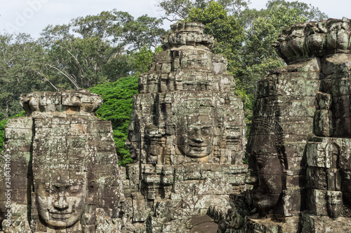 фотография  Beautiful picture of three stone faces at the Bayon Temple near Angkor Wat with
