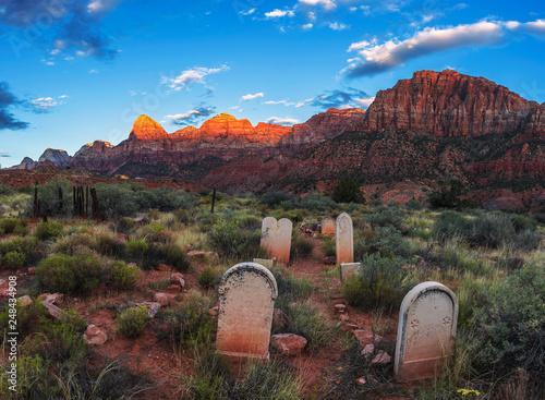 Fotomural Historic pioneer cemetery in Springdale, Utah