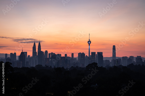 Photo  Landmarks of Kuala Lumpur just before the sunrise