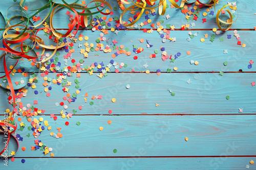 Obraz Hintergrund mit Konfetti und Luftschlangen - fototapety do salonu