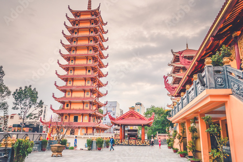 Foto  Quoc Tu pagoda is a famous pagoda in Ho Chi Minh city.