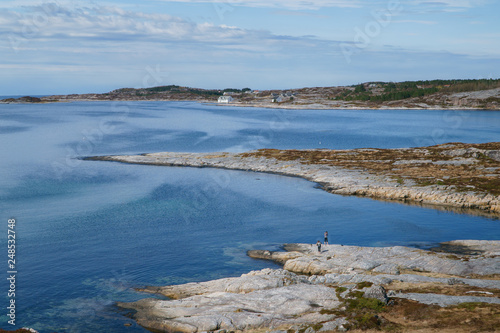 Fotografia  Rocky coast and Atlantic ocean, Beautiful landscape near Atlantic road in Norway in bright spring day