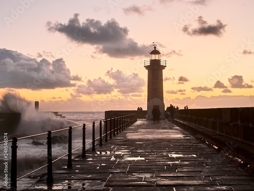 Photo sur Toile Phare Lighthouse at the Douro mouth in Porto at sunset