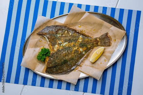 fried flounder on a plate Fototapet