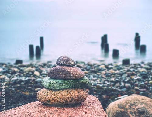 Photo sur Toile Amsterdam Stones pyramid symbolizing zen harmony balance pebbles. Peaceful ocean