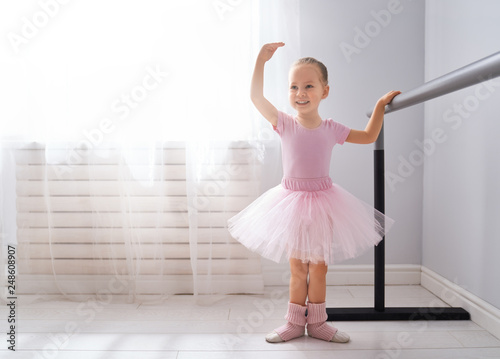 girl is studying ballet. Fototapet