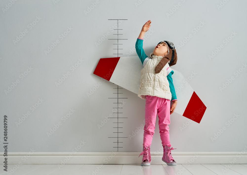 Fototapety, obrazy: child is playing pilot