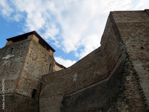 Photographie  Powerful walls and towers of the medieval  fortress of Malatesta, Rimini, Italy