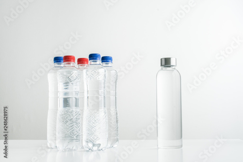 Fotografía  concept of zero waste lifestyle of using glass bollte instead of single use plas