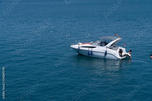 Motorówka nad morzem śródziemnym w Hiszpanii